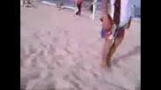 Naglo Cigan4e Na Plaja.flv