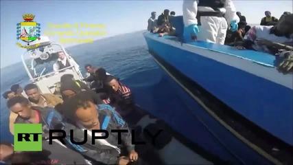 Италия: Заподозрени контрабандисти бяха заловени на лодка с емигранти