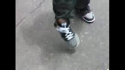 Връзване На Обувки Без Ръце