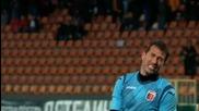 Илия Миланов се израдва на победния си гол срещу Локо Пд