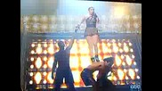 Falls Jennifer Lopez пада на сцената