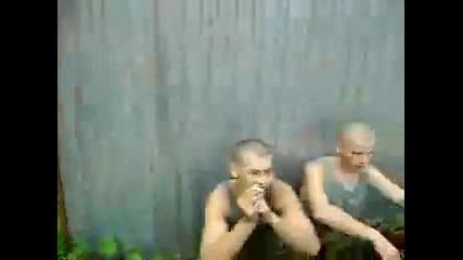 Ето какво правят руснаците в казармата (смях)