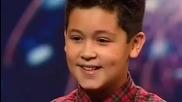 Изумителен глас на момче във Великобритания търси талант
