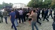 Полицай пребиха протестиращ / 28.06.2013