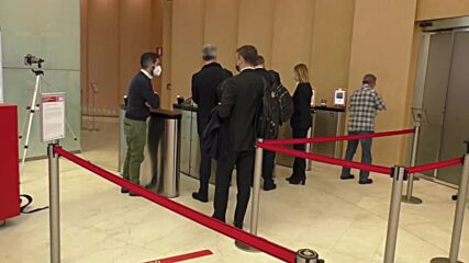 Italy: Milan bank workers use green pass on first day of roll-out
