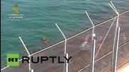 Нелегален имигрант намерен почти в безсъзнание в край испанския бряг