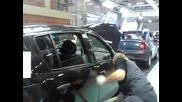 Как се напасват вратите на Dacia Sandero ! Смях ! Vbox7