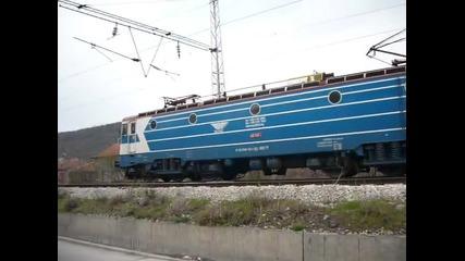 Локомотив 46124 с товарен влак