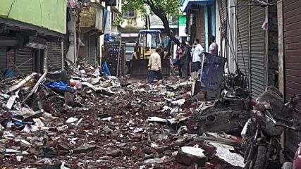 India: Several killed after residential building collapses in Mumbai
