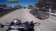 Моторист шегаджия се закача с момиче по време на път