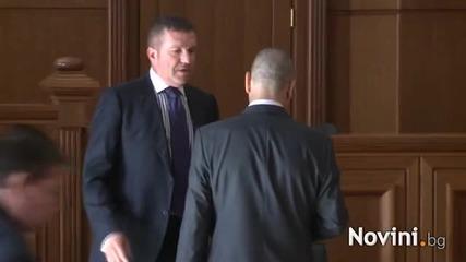 След 45 минути съдът се произнесе: Цветанов е невинен !!!