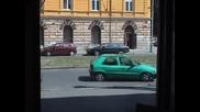 Мъж паркира ...дълго и старателно:)