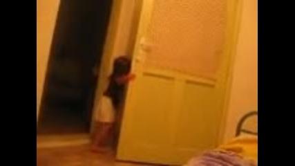 Мамоооо отварям вратата и тряскам:д