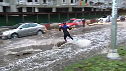 Russia: Muscovite wakeboarders take advantage of worst rains in over 100 years