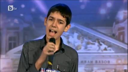 14 Годишно момче - Пее