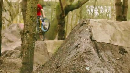 Невероятно каране на колело- Ryan Nangle and Matt Cooper dirt ride 2011 Hd