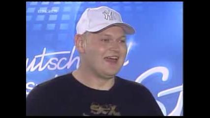 Music Idol - Пълен Откаченяк Чупи Китарата В Главата Си!!!