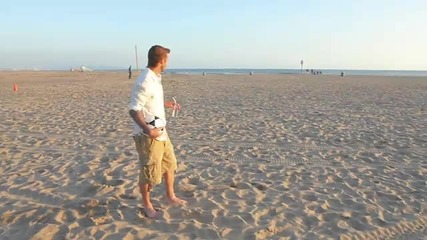 Бекъм показва страхотни умения на плажа!