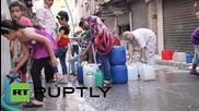 Сирия: Жители на Халеб се запасяват с вода след седмици на недостиг