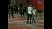 Branislav & Slavica - Voli Me /превод/