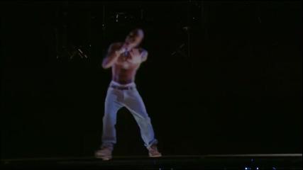 Невероятно ! Холограма на 2pac пее със Snoop Dogg. Той е жив !