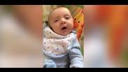 Бебе на седем седмици казва