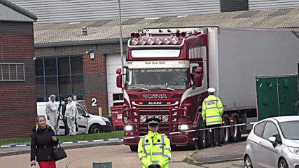 UK: Police move lorry where 39 bodies were discovered