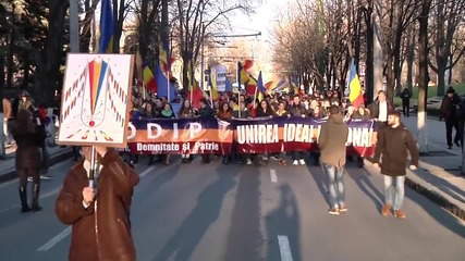 Moldova: Thousands rally in Chisinau calling for 'unification' with Romania