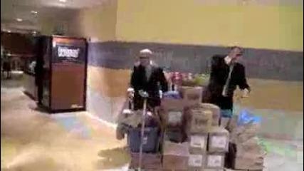 Ето как се забавляват охраната в мола