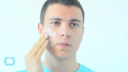 This Portable Gadget Analyzes Your Skin and Tells You How to Improve it