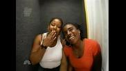 Правят си бъзици с хора в будка за безплатни снимки