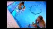 Новородени Бебета Плуват