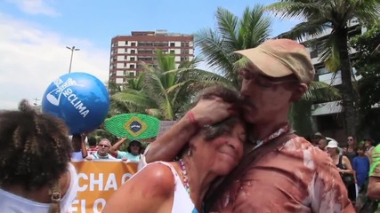 Brazil: Thousands join Rio's colourful Global Climate March