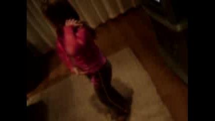 Момиче Танцува