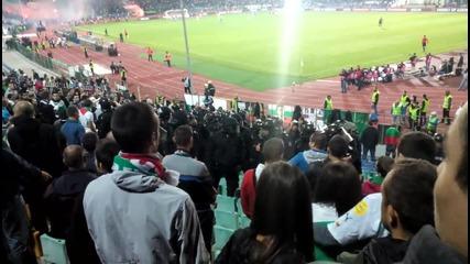 Полицията нахлу в сектор (б).. Сектор (г) гори ! България - Хърватия 0:1
