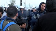 Greece: Tensions high as Idomeni refugees stage border breach