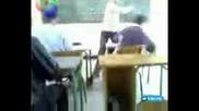 учител издивява