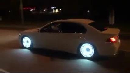 Уникалнo Bmw 7 със светещи джанти