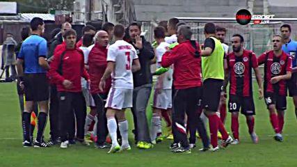 Рафа Перес и Дани Пеев с червени картони след меле между Локо София и ЦСКА