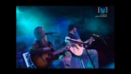 Avril Lavigne - Nobody`s Home Live (with subtitles)
