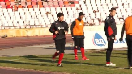 В ЦСКА най-после откриха тренировка, Димитър Борисов я гледа