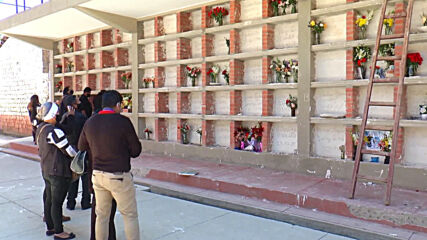 Bolivia: La Paz cemetery reopens for relatives of COVID victims