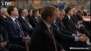 Бойко Борисов подремва по време на церемонията по връчването на Нобеловата награда за мир
