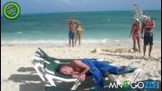 Плажуващ непокист нападнат от глароси