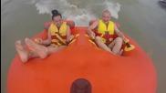 Морско приключение с надуваема таблетка за двама