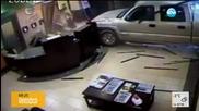 Гневен клиент нахлу с пикапа си в хотел