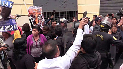 Peru: Pro and anti-dissolution demonstrators face off in Lima