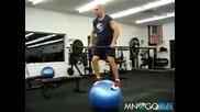 Пич дига щанги балансирайки върху топка