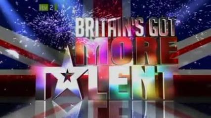 Британия Търси Талант - Смешно изпълнение с балон