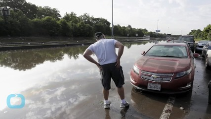 Storms Kill 15 in Texas, Oklahoma; Houston Flooded